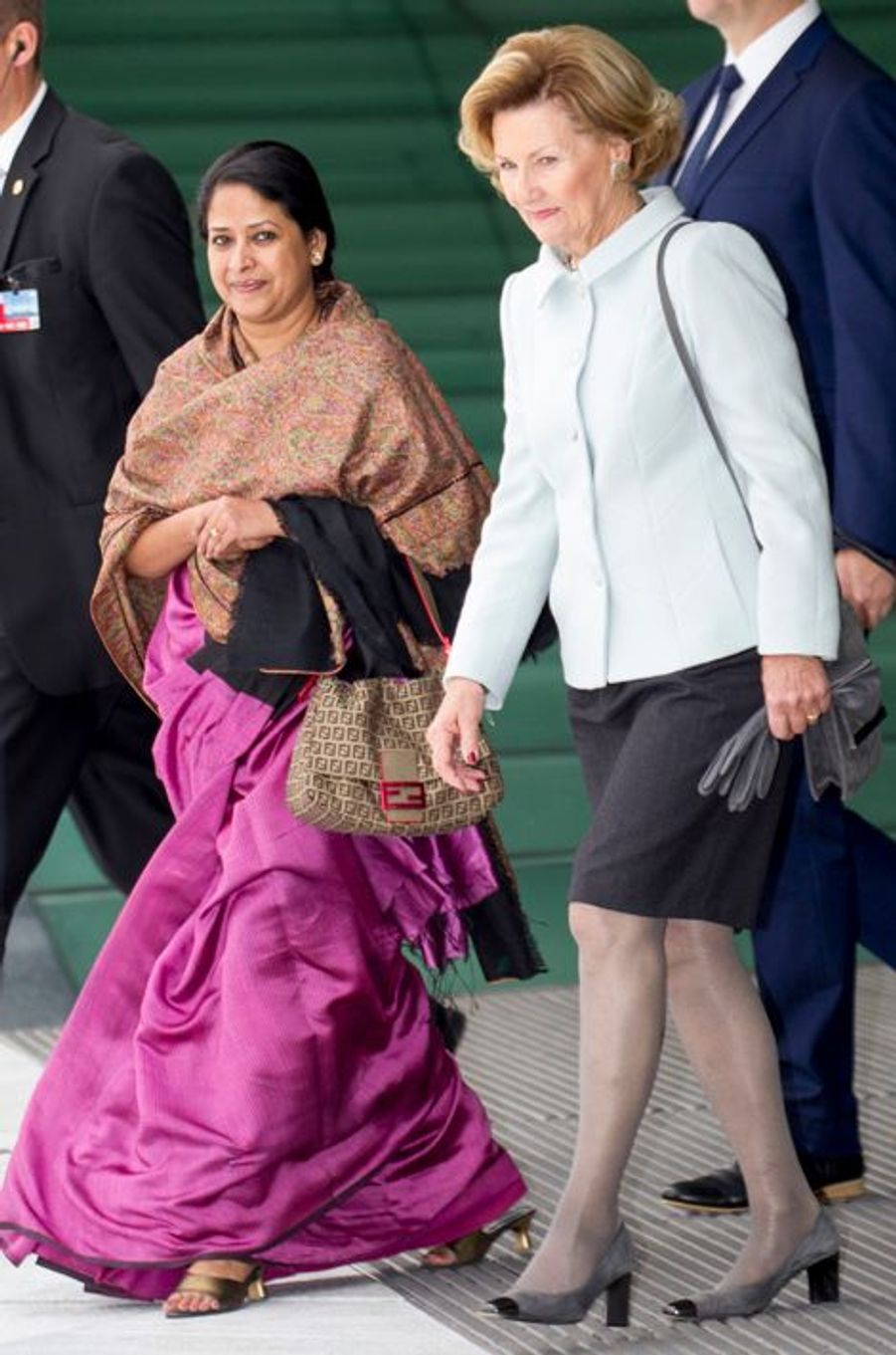 La reine Sonja de Norvège et Sharmistha Mukherjee à Oslo le 14 octobre 2014