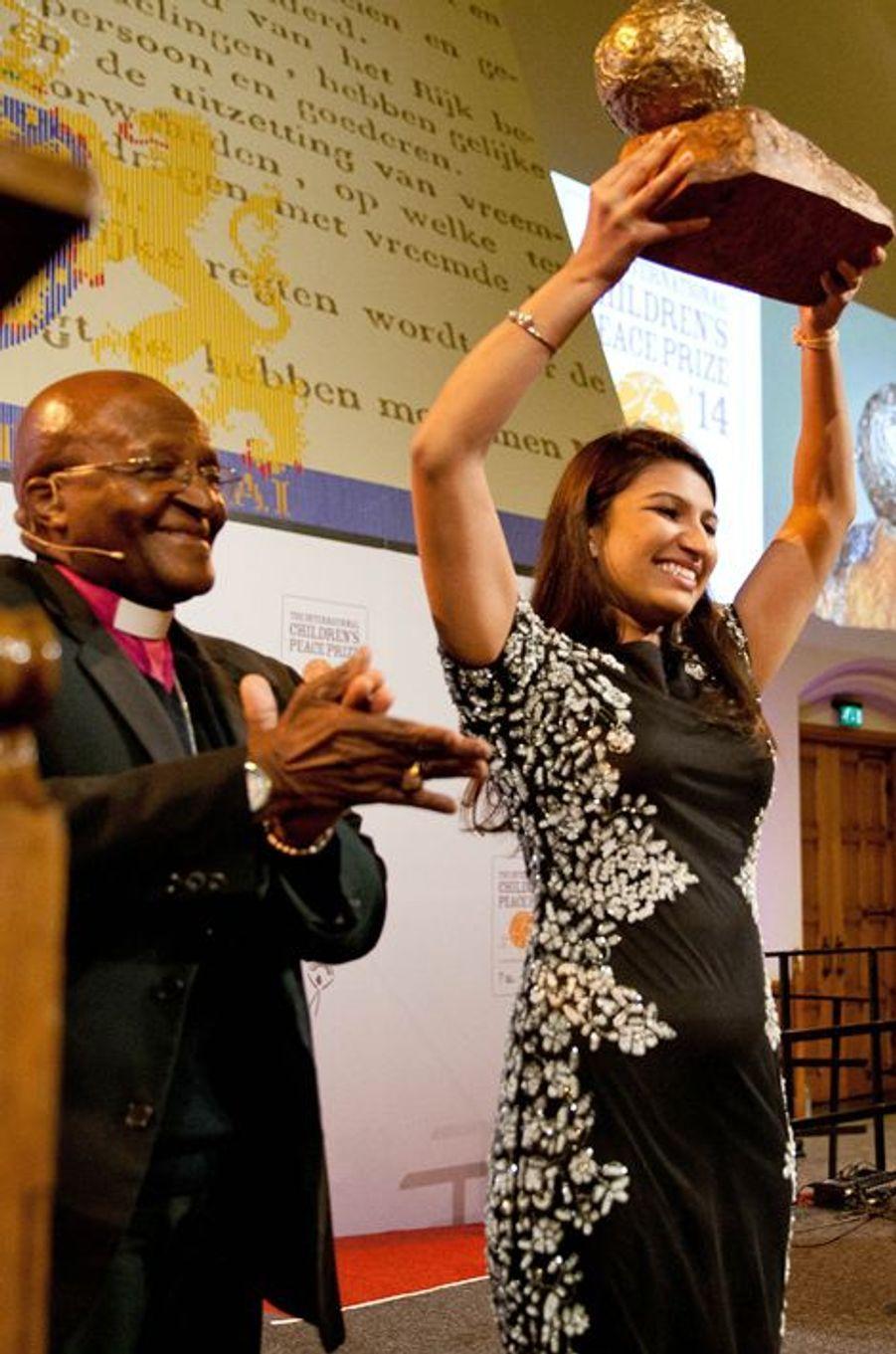 Desmond Tutu et Neha Gupta à La Haye, le 18 octobre 2014