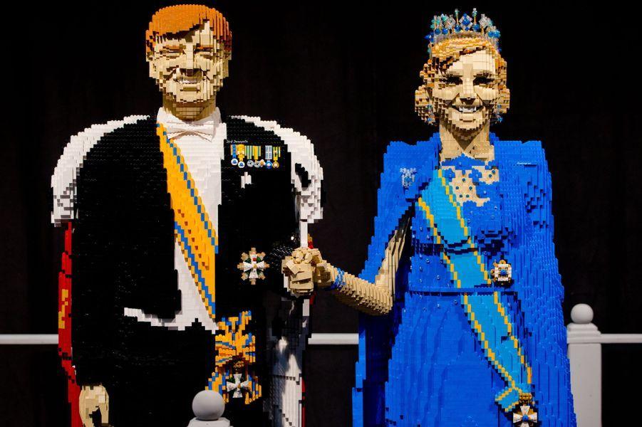 Le roi Willem-Alexander des Pays-Bas et la reine Maxima statufiés en Lego par Dirk Denoyelle à Utrecht, le 16 octobre 2014
