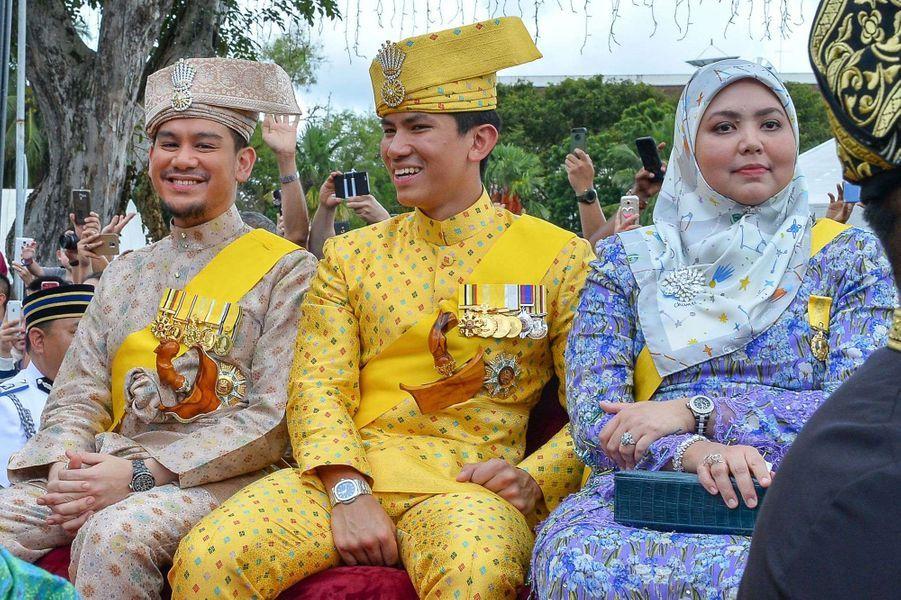 Membres de la famille royale de Brunei lors du jubilé d'or des 50 ans de règne du sultan Hassanal Bolkiah à Bandar Seri Begawan le 5 octobre 2017