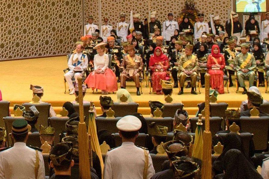 Le prince Edward et Sophie de Wessex au premier rang lors de la cérémonie pour le jubilé d'or des 50 ans de règne du sultan de Brunei Hassanal Bolkiah à Bandar Seri Begawan le 5 octobre 2017