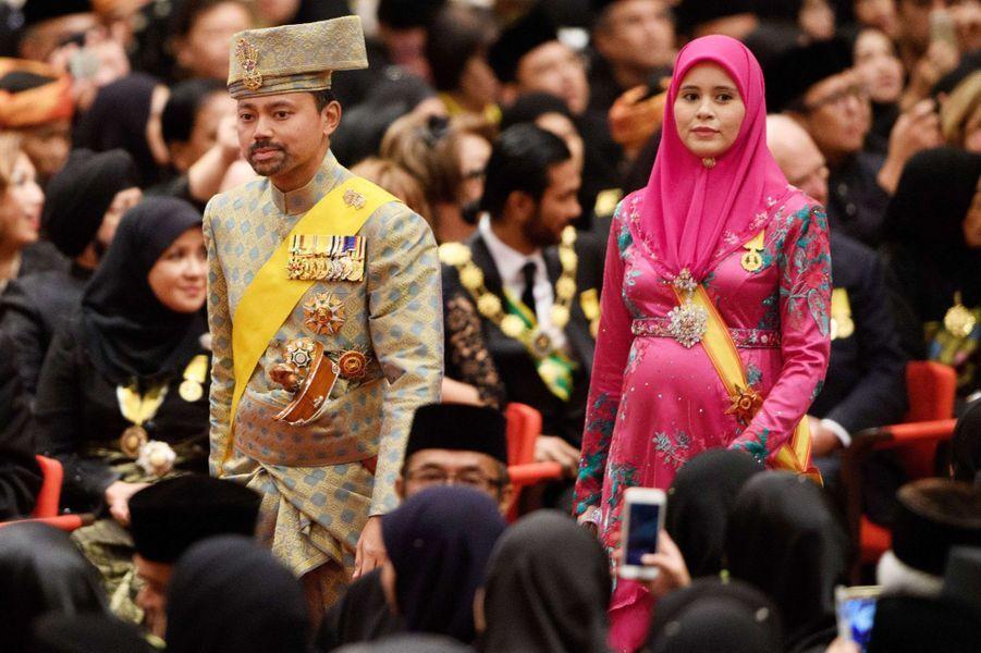 Le prince héritier du Sultanat de Brunei Al-Muhtadee Billah et sa femme la princesse Sarah à Bandar Seri Begawan le 5 octobre 2017
