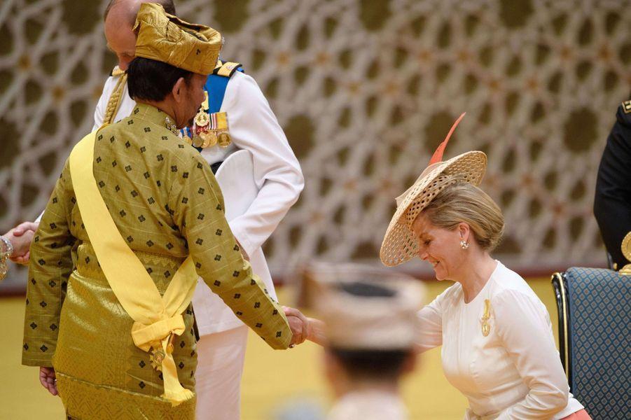 La comtesse Sophie de Wessex avec le sultan de Brunei Hassanal Bolkiah à Bandar Seri Begawan, le 5 octobre 2017