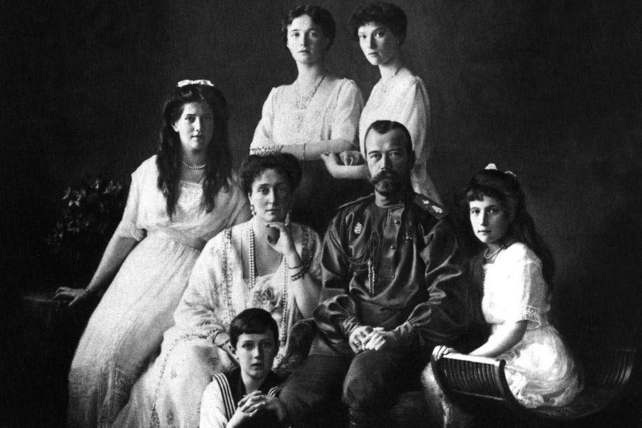 Le tsar de Russie Nicolas II avec sa femme et leurs enfants en 1913