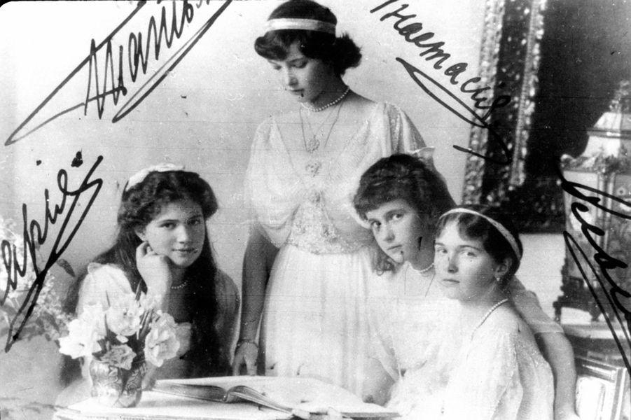Les grandes-duchesses Maria, Tatiana, Anastasia et Olga de Russie en 1914