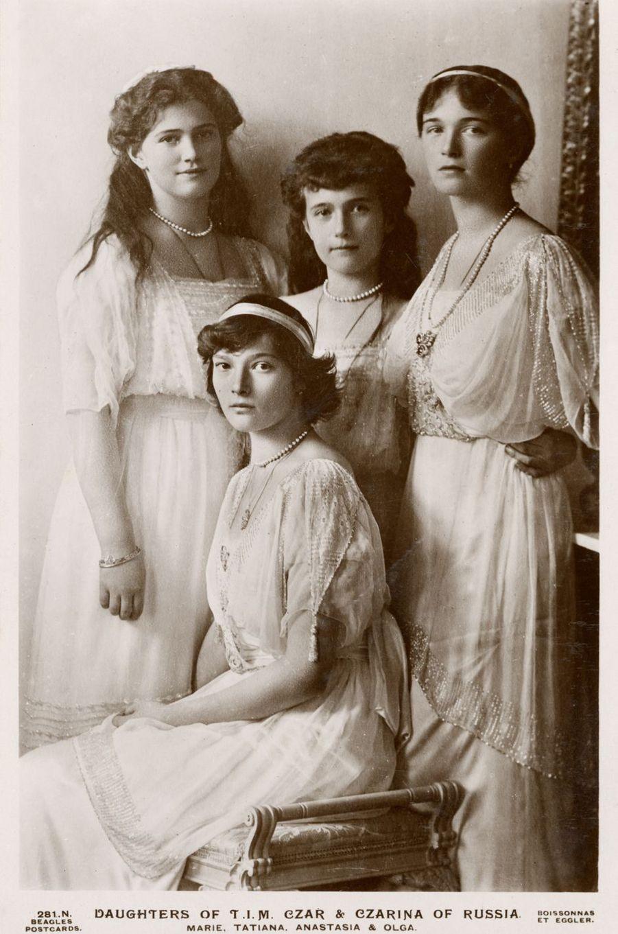 Les grandes-duchesses Maria, Tatiana, Anastasia et Olga de Russie. Photo non datée