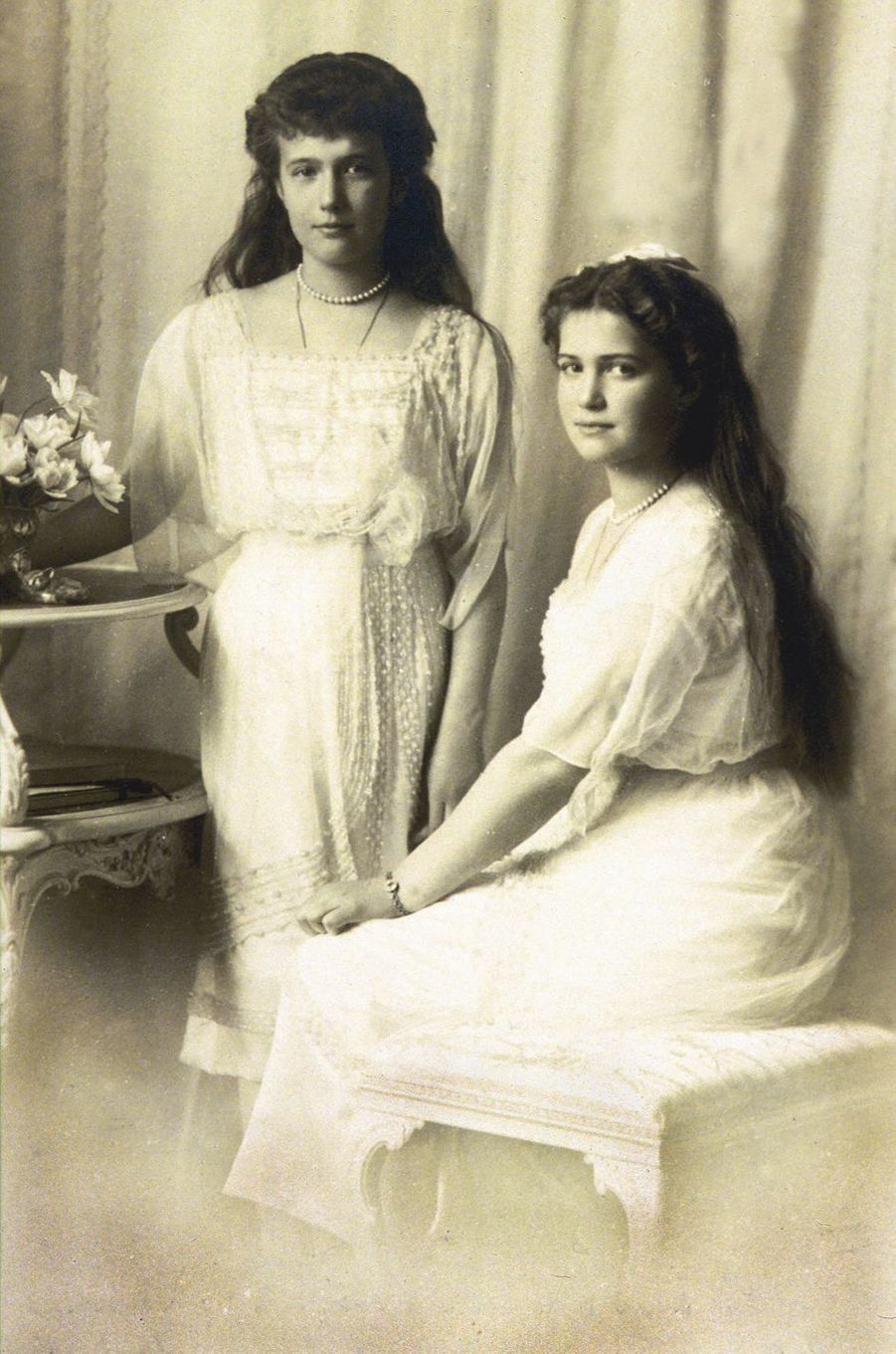 Les grandes-duchesses Anastasia et Maria de Russie en 1915 ou 1916