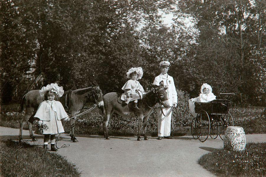 Les trois filles aînées du tsar de Russie Nicolas II en 1899 ou 1900
