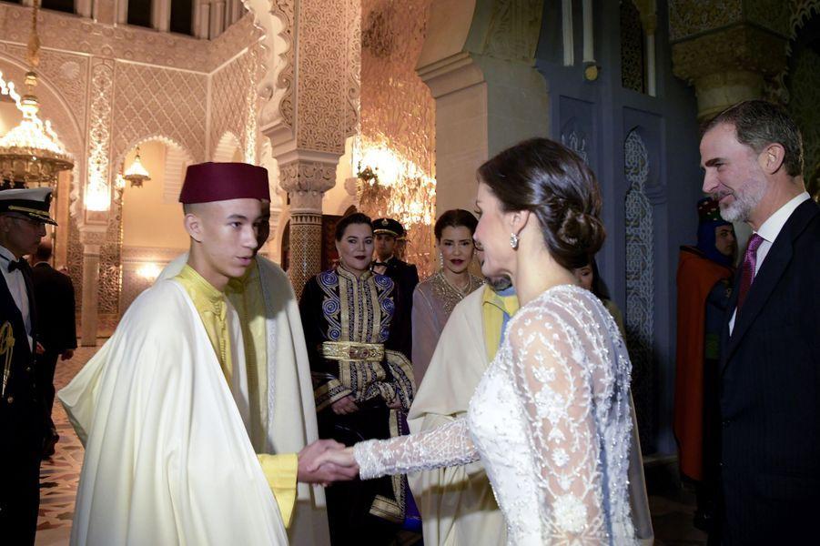 Le prince Moulay El Hassan du Maroc avec la reine Letizia et le roi Felipe VI d'Espagne, à Rabat le 13 février 2019