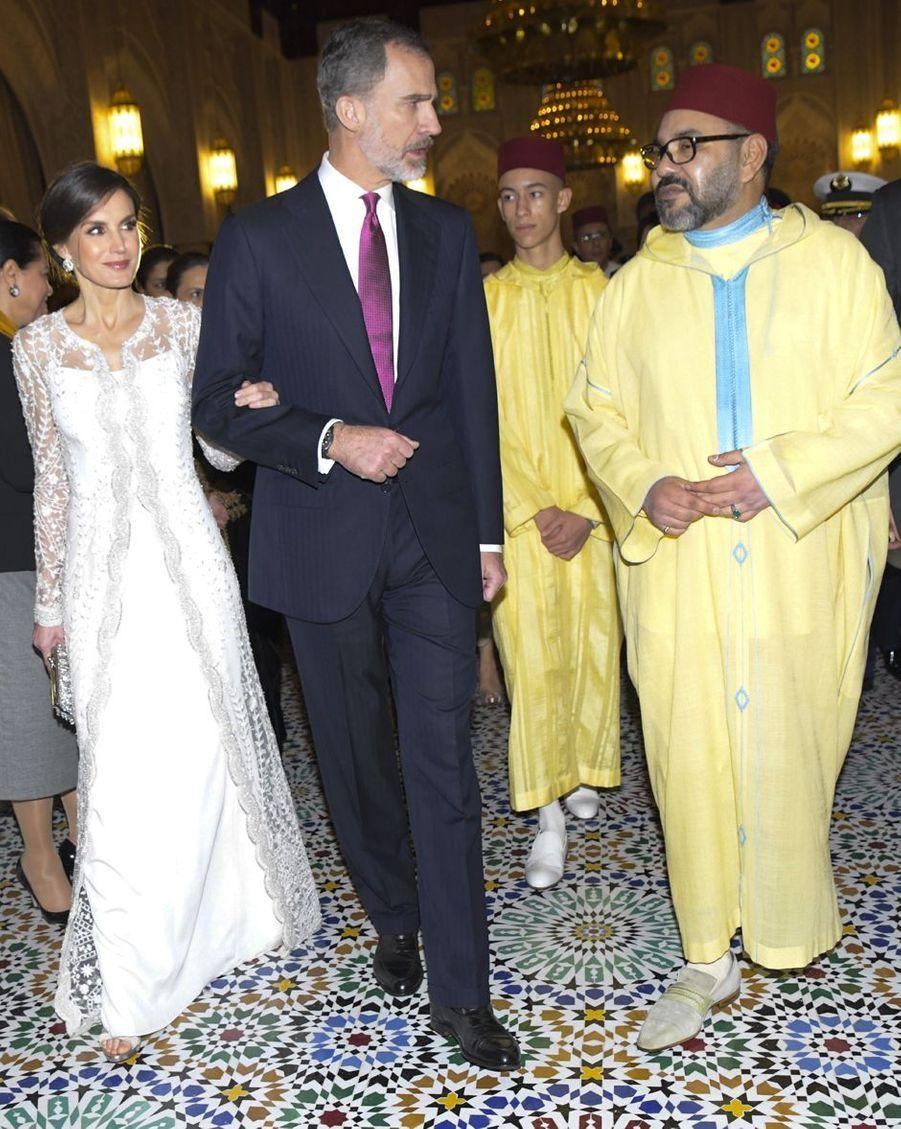 Le prince Moulay El Hassan du Maroc avec son père le roi Mohammed VI et le couple royal espagnol, à Rabat le 13 février 2019
