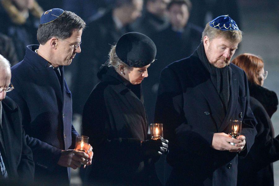 La reine Maxima et le roi Willem-Alexander des Pays-Bas avec le Premier ministre néerlandais à Auschwitz-Birkenau, le 27 janvier 2020
