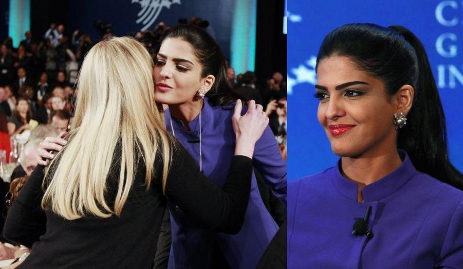 La princesse saoudienne Ameerah al-Taweel, embrassant Chelsea Clinton.