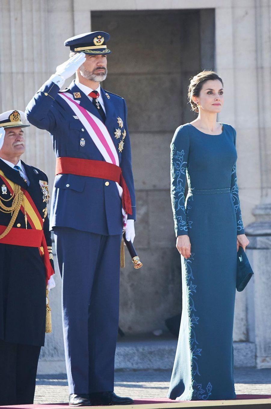 La plus solennelle - Finies les vacances pour la reine d'Espagne. Letizia a fait sa rentrée 2017 ce vendredi 6 janvier aux côtés de son royal époux, pour les cérémonies de la Pâque militaire.