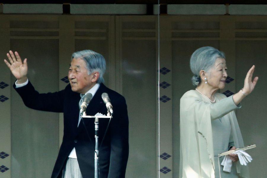 La plus conviviale - L'empereur Akihito du Japon a prononcé ce lundi 2 janvier devant des dizaines de milliers de personnes ses traditionnels vœux, qui pourraient être ses derniers compte tenu du débat en cours sur son éventuelle abdication.
