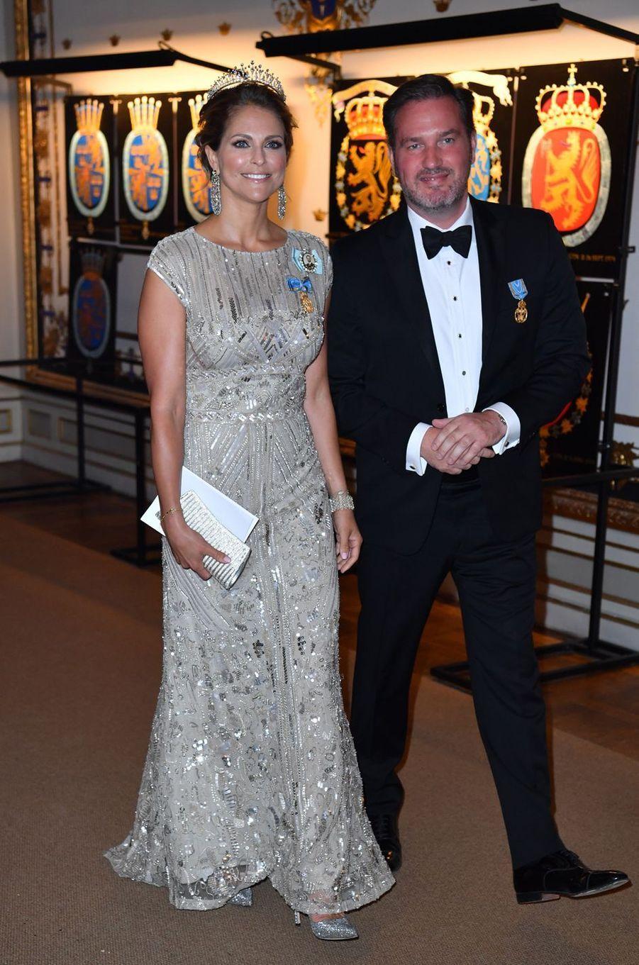 Les festivités du 70e anniversaire du roi Carl XVI Gustaf de Suède se sont clôturées par un dîner de gala. À l'instar de la princesse Madeleine, reines et princesses y arboraient robes du soir et diadèmes.