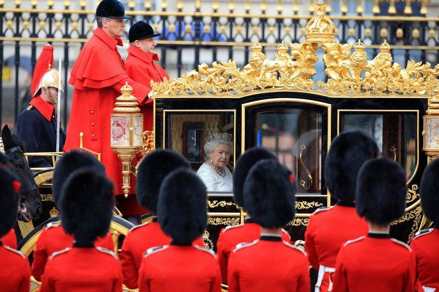 Ce mercredi 18 mai, se déroulait à Londres la cérémonie très protocolaire d'ouverture du Parlement. Venue en carrosse de Buckingham Palace, Elizabeth II y a prononcé le «discours de la reine», dévoilant le programme législatif du gouvernement conservateur de David Cameron pour l'année à venir.