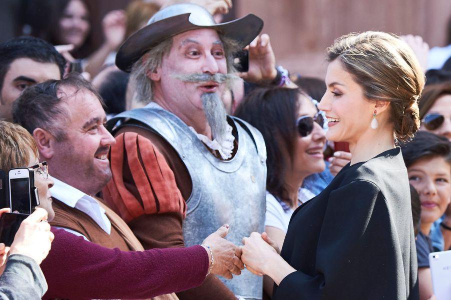 Don Quichotte et son fidèle Sancho Panza étaient bien sûr là ce mercredi 18 mai pour accueillir la reine Letizia et le roi Felipe VI d'Espagne, en visite sur les terres de Cervantes.