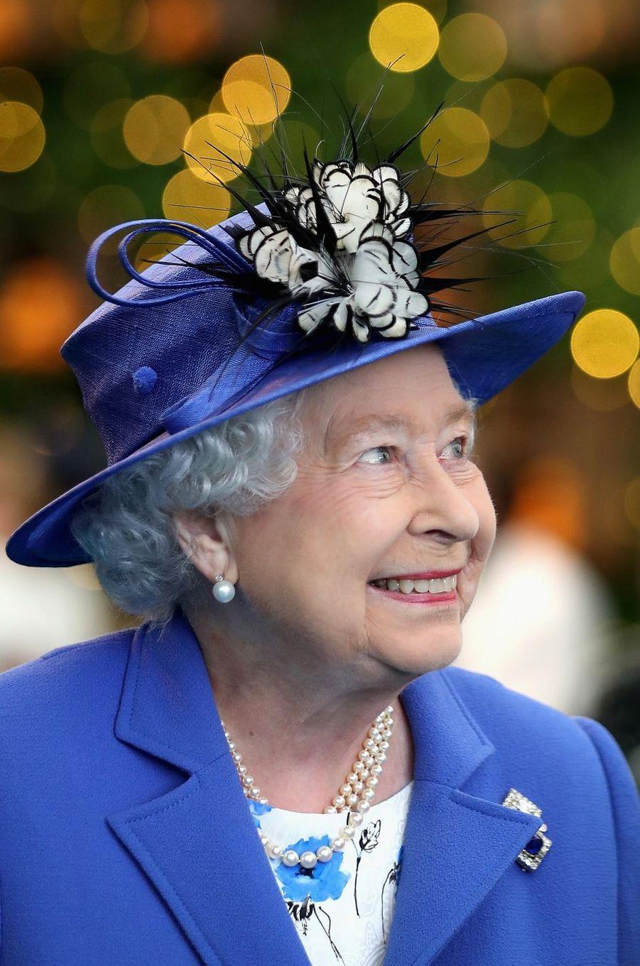 La reine Elizabeth II a battu le record de longévité à la tête de l'Honourable Artillery Company, le plus vieux régiment britannique. Cela valait bien une statue et une cérémonie à Londres ce mercredi 1er juin.