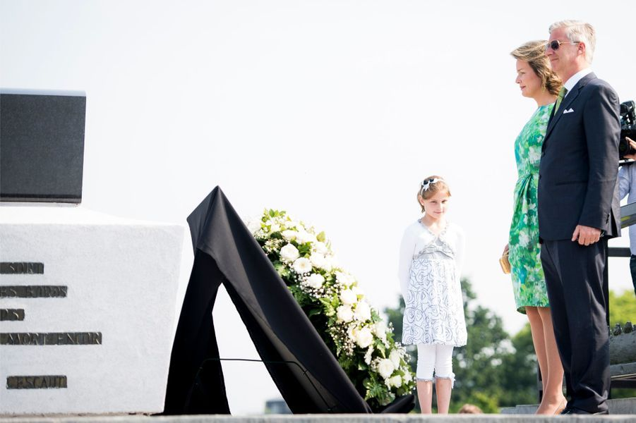 Alors que la veille la reine des Belges Mathilde était encore sous le signe du piano, ce mardi 7 juin elle a rendu hommage, avec son royal époux, au poète belge Emile Verhaeren.