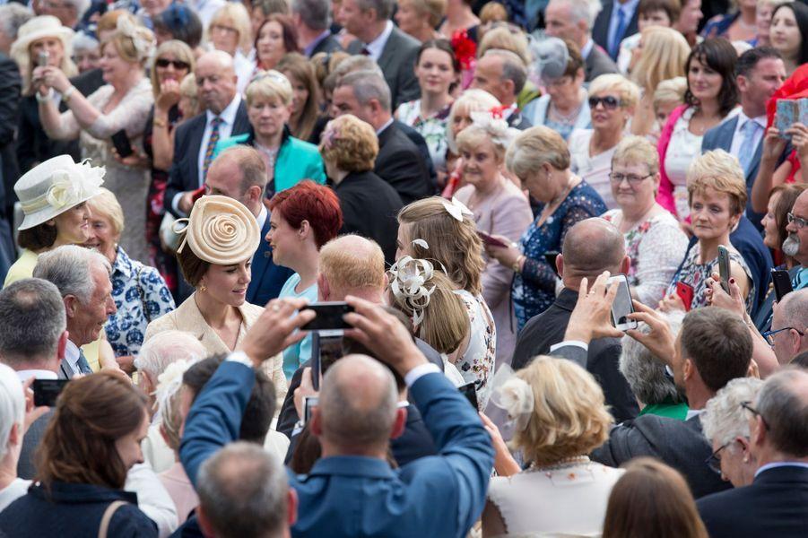 Le prince William et son épouse la duchesse de Cambridge, née Kate Middleton, étaient ce mardi 14 juin les hôtes d'une somptueuse garden party dans les jardins du Château de Hillsborough en Irlande du Nord.