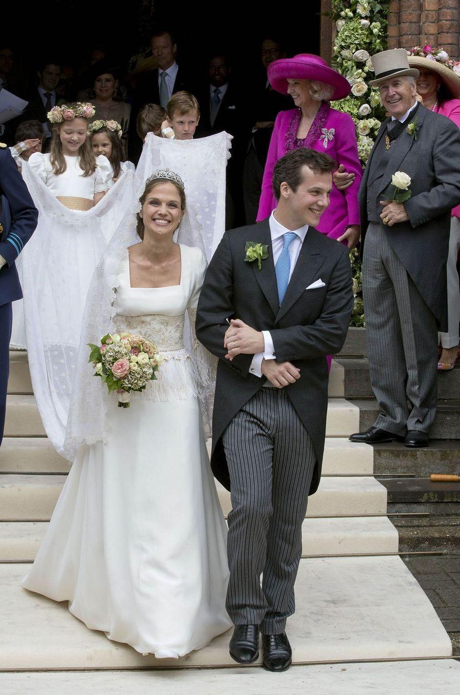 La princesse Alix de Ligne, fille aînée de Michel de Ligne, quatorzième prince et chef de la maison de Ligne, a épousé le comte français Guillaume de Dampierre, ce samedi 18 juin.