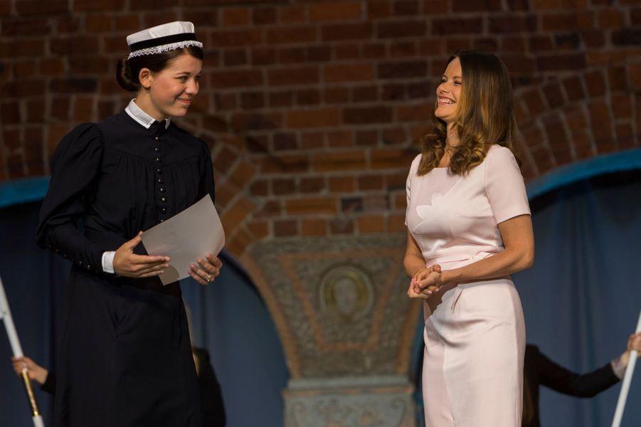 Ce mardi 14 juin, la princesse Sofia de Suède, née Hellqvist, et sa belle-mère la reine Silvia ont remis des diplômes à des infirmières. Mais c'était chacune les siennes.