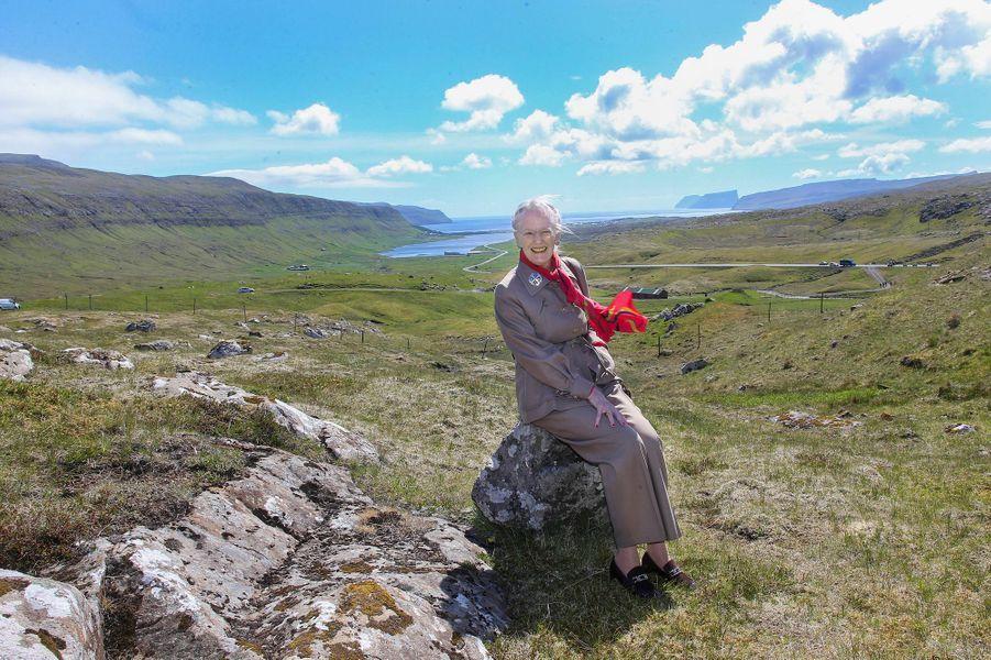 La reine Margrethe II de Danemark s'est invitée du dimanche 12 au jeudi 16 juin aux îles Féroé, un archipel perdu entre océan Atlantique et mer de Norvège sur lequel elle règne aussi.