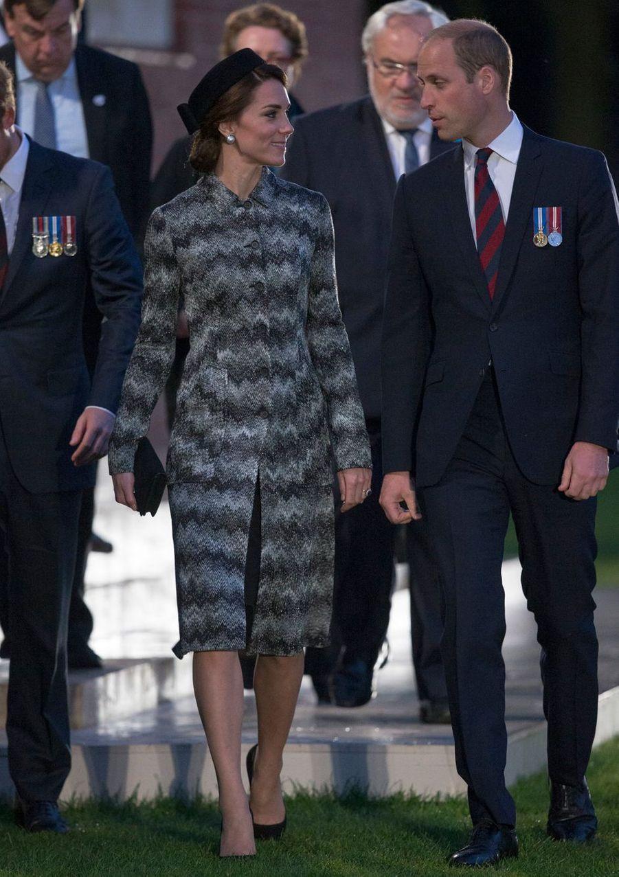 Ce jeudi 30 juin au soir, la duchesse de Cambridge, née Kate Middleton, était en France avec les princes William et Harry en souvenir de la terrible bataille de la Somme.