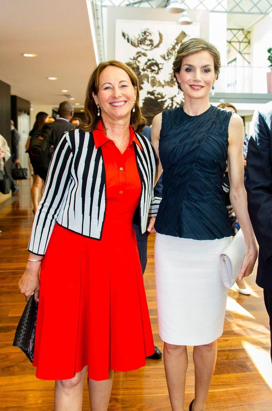 La reine Letizia d'Espagne était ce jeudi 7 juillet en France aux côtés de la ministre de l'Environnement Ségolène Royal pour parler climat et santé.