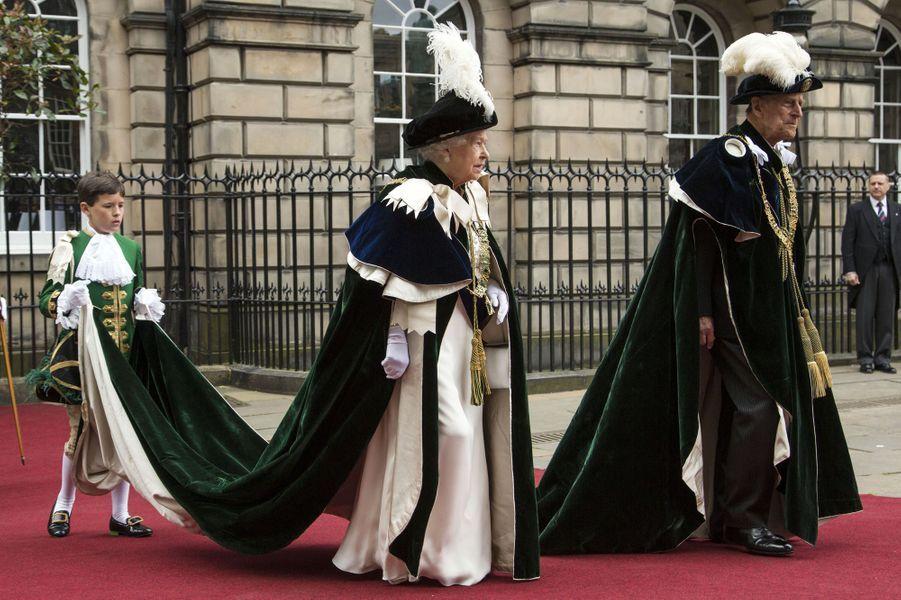 Impossible pour le prince William d'aller ce jeudi 7 juillet à Wimbledon avec son épouse la duchesse de Cambridge, née Kate Middleton. Il était en Écosse avec sa grand-mère la reine Elizabeth II.