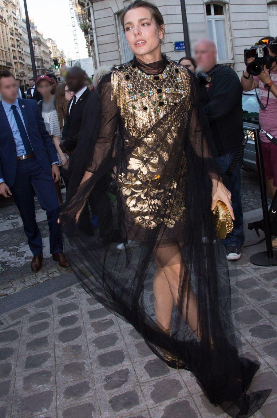En pleine Fashion week, Charlotte Casiraghi figurait ce mardi 5 juillet au soir au nombre des invités, triés sur le volet, du très chic gala de la Vogue Paris Foundation.