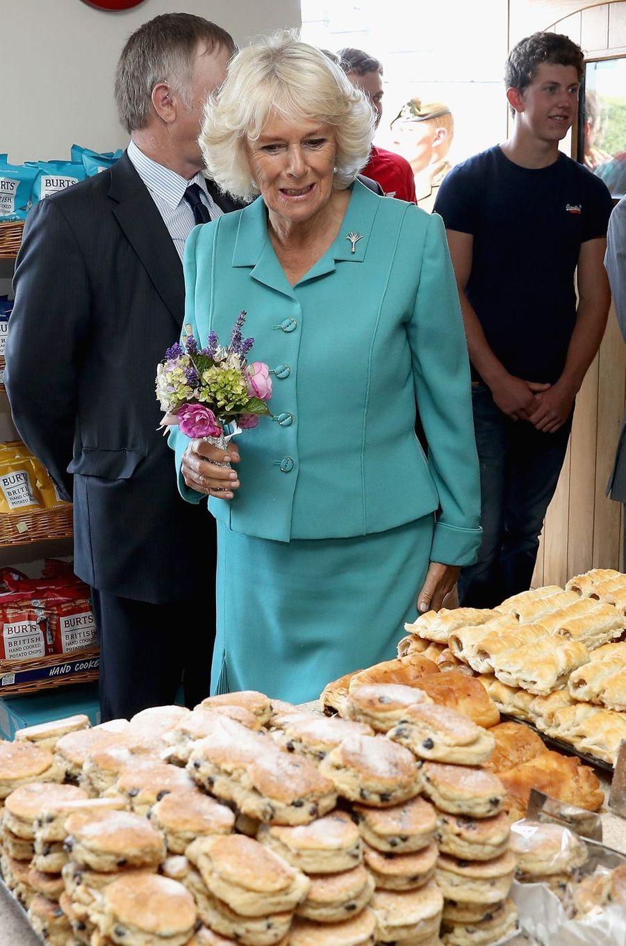 Accompagné de son épouse la duchesse de Cornouailles Camilla, le prince Charles a rejoint le Pays de Galles, comme chaque année à cette même période. Avec au programme, entre autres rendez-vous, la visite d'une boulangerie ce mardi 5 juillet.