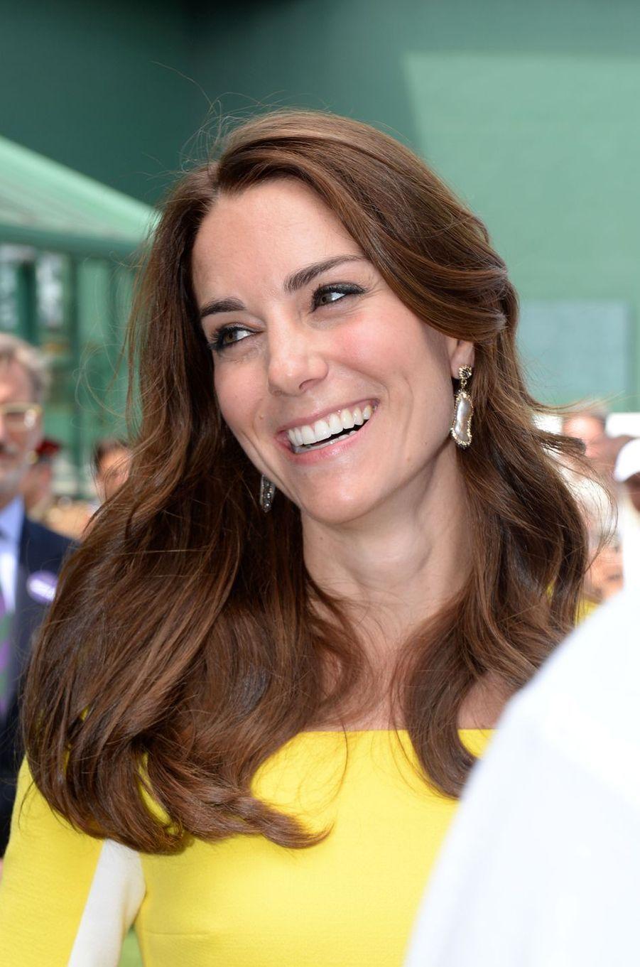 La duchesse de Cambridge, née Kate Middleton, était ce jeudi 7 juillet dans les tribunes de Wimbledon pour suivre l'une des demi-finales dames. Et ce, sans son époux le prince William.