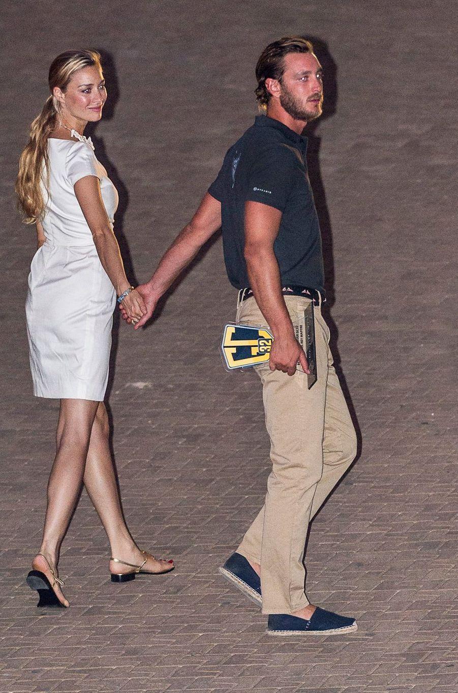 C'est vêtue de blanc que la ravissante Beatrice Borromeo est venue soutenir son mari, Pierre Casiraghi, lors de la Copa del Rey à Palma de Majorque, ce samedi 6 août.