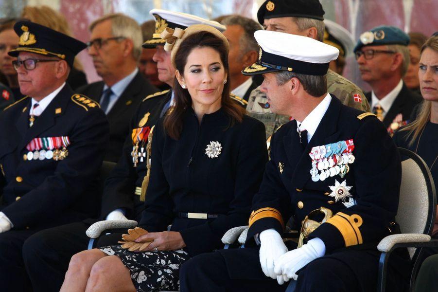 La princesse Mary de Danemark était ce lundi 5 septembre aux côtés de son époux le prince héritier Frederik pour célébrer à Copenhague le Jour du drapeau.