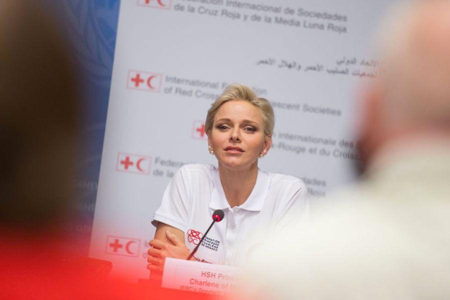 La princesse Charlène de Monaco, déjà engagée dans la la lutte contre les noyades, a prôné ce vendredi 9 septembre à Genève l'enseignement obligatoire des premiers secours dans le cadre de la Journée mondiale des premiers secours.