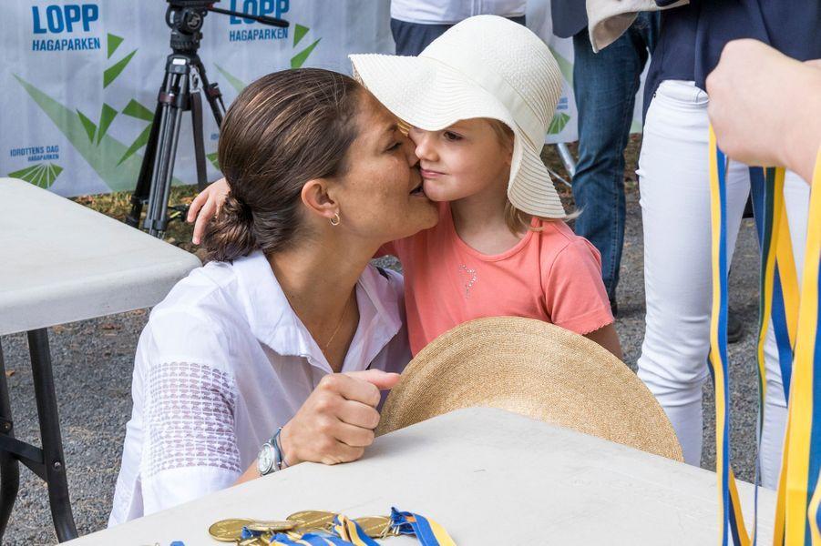 Ce dimanche 11 septembre, alors que se déroulait à Stockholm la course «prince Daniel», la princesse Victoria de Suède et la mini-princesse Estelle étaient dans le public.