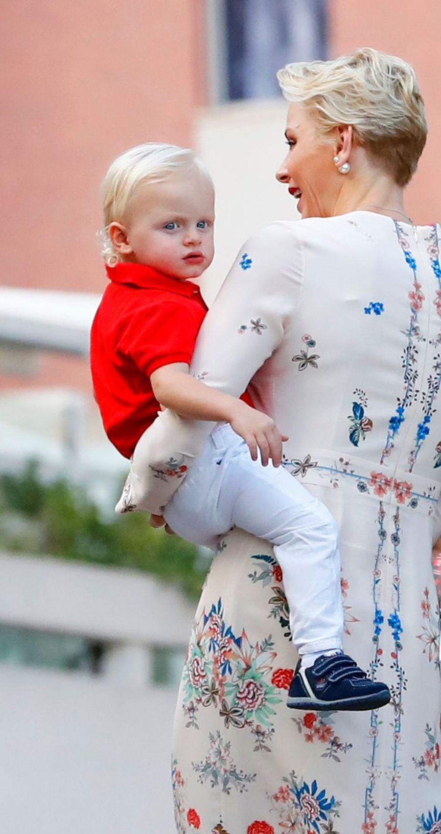 Le prince Albert II de Monaco, son épouse la princesse Charlène et leur fils Jacques, ainsi que la princesse Caroline étaient ce samedi 10 septembre au traditionnel pique-nique de la Principauté, qui se tient chaque année au parc de la princesse Antoinette.