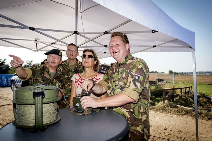 La reine Maxima des Pays-Bas participait ce mercredi 14 septembre à une remise de prix à Amsterdam. Rien à voir assurément avec son rendez-vous de la veille parmi les démineurs de Soesterberg.
