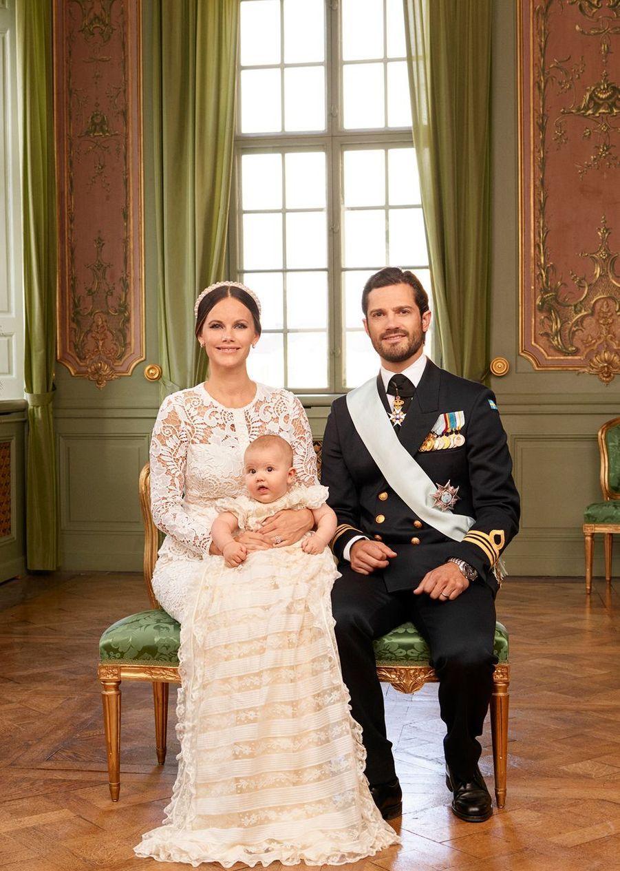 La Maison Royale de Suède a diffusé, ce lundi 12 septembre, les photographies officielles du baptême du prince Alexander, fils du prince Carl Philip et de son épouse la princesse Sofia, née Hellqvist, qui s'est déroulé le vendredi précédent.