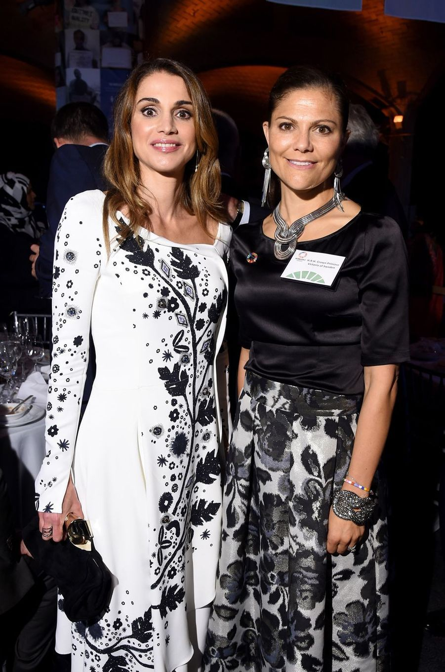 Dans leurs tenues de soirée, la reine Rania de Jordanie et la princesse héritière Victoria de Suède étaient assorties ce mardi 20 septembre au soir à New York.