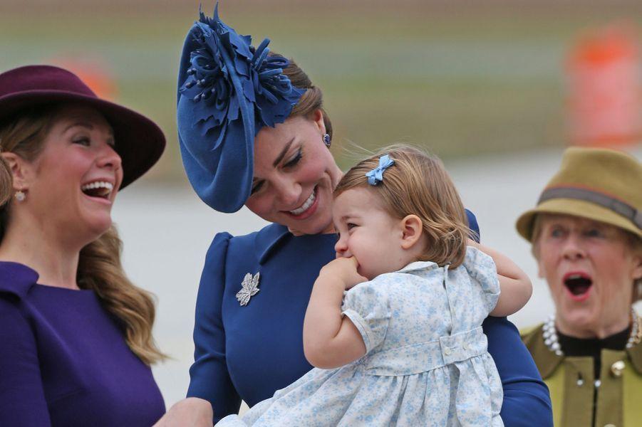 Le prince William et la duchesse de Cambridge, née Kate Middleton, accompagnés de leurs enfants George et Charlotte, sont arrivés ce samedi 24 septembre à Victoria pour un séjour d'une semaine dans les grands espaces canadiens.