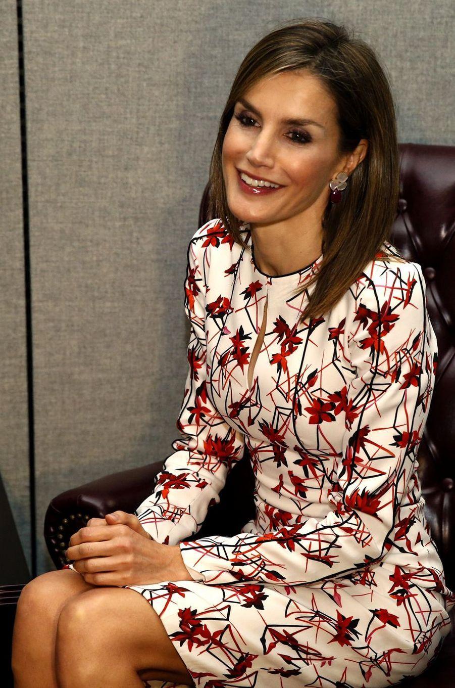 Ce lundi 19 septembre, pour le premier de ses deux jours à New York, en compagnie de son royal époux, la reine Letizia d'Espagne a enchaîné deux looks signés Carolina Herrera.