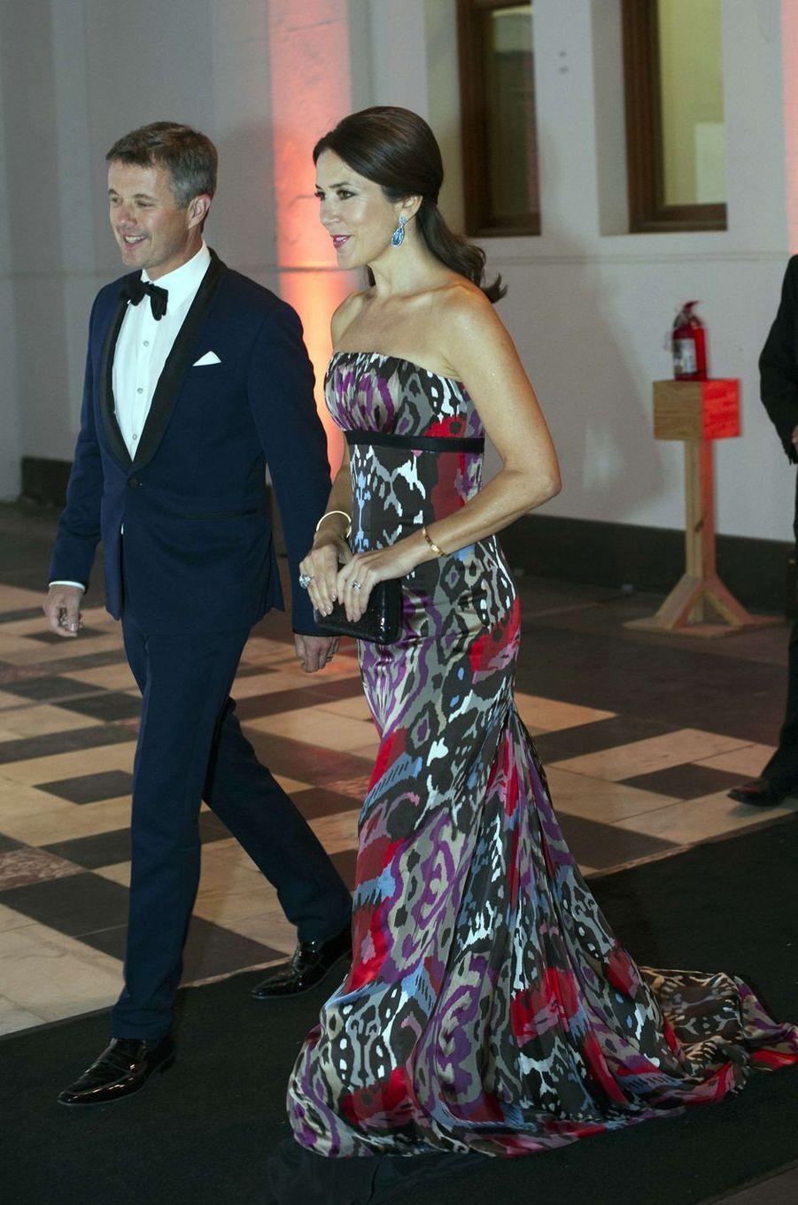 En visite de travail aux Etats-Unis, la princesse Mary et le prince Frederik de Danemark ont eu l'honneur d'ouvrir le bal ce mercredi 28 septembre, lors d'une soirée à Washington.