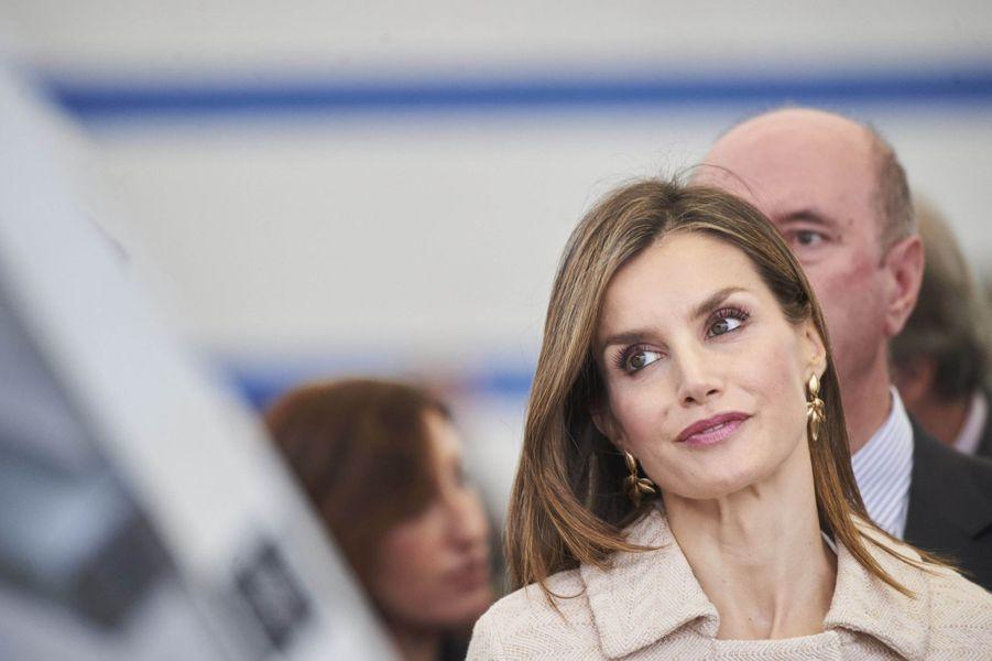 Alors que la veille son royal époux lançait la nouvelle année universitaire, la reine Letizia d'Espagne était ce mardi 4 octobre en Galice pour la rentrée de la formation professionnelle.