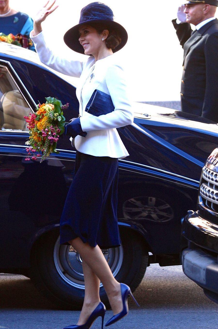 Ce mardi 4 octobre, les princesses Mary et Marie de Danemark étaient réunies autour de leur belle-mère la reine Margrethe II à l'occasion de la rentrée du Parlement.