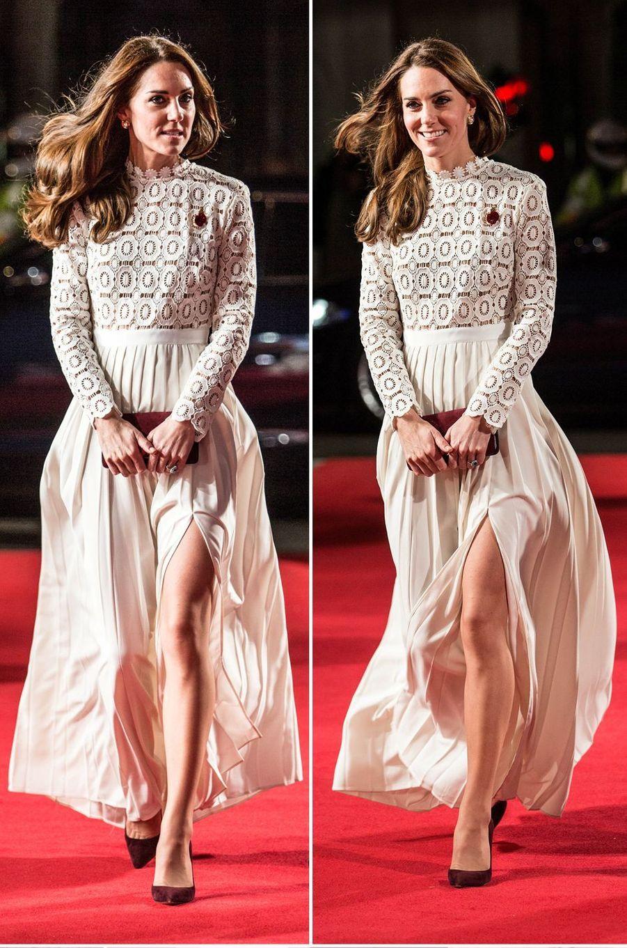 """La duchesse de Cambridge, née Kate Middleton, a assisté à la première du film """"A Street Cat Named Bob"""", à Londres ce jeudi 3 novembre."""
