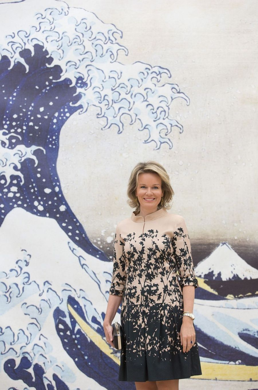 Un mois après son voyage au Japon, la reine des Belges Mathilde a retrouvé l'art nippon, le temps d'une exposition à Bruxelles, ce jeudi 17 novembre.