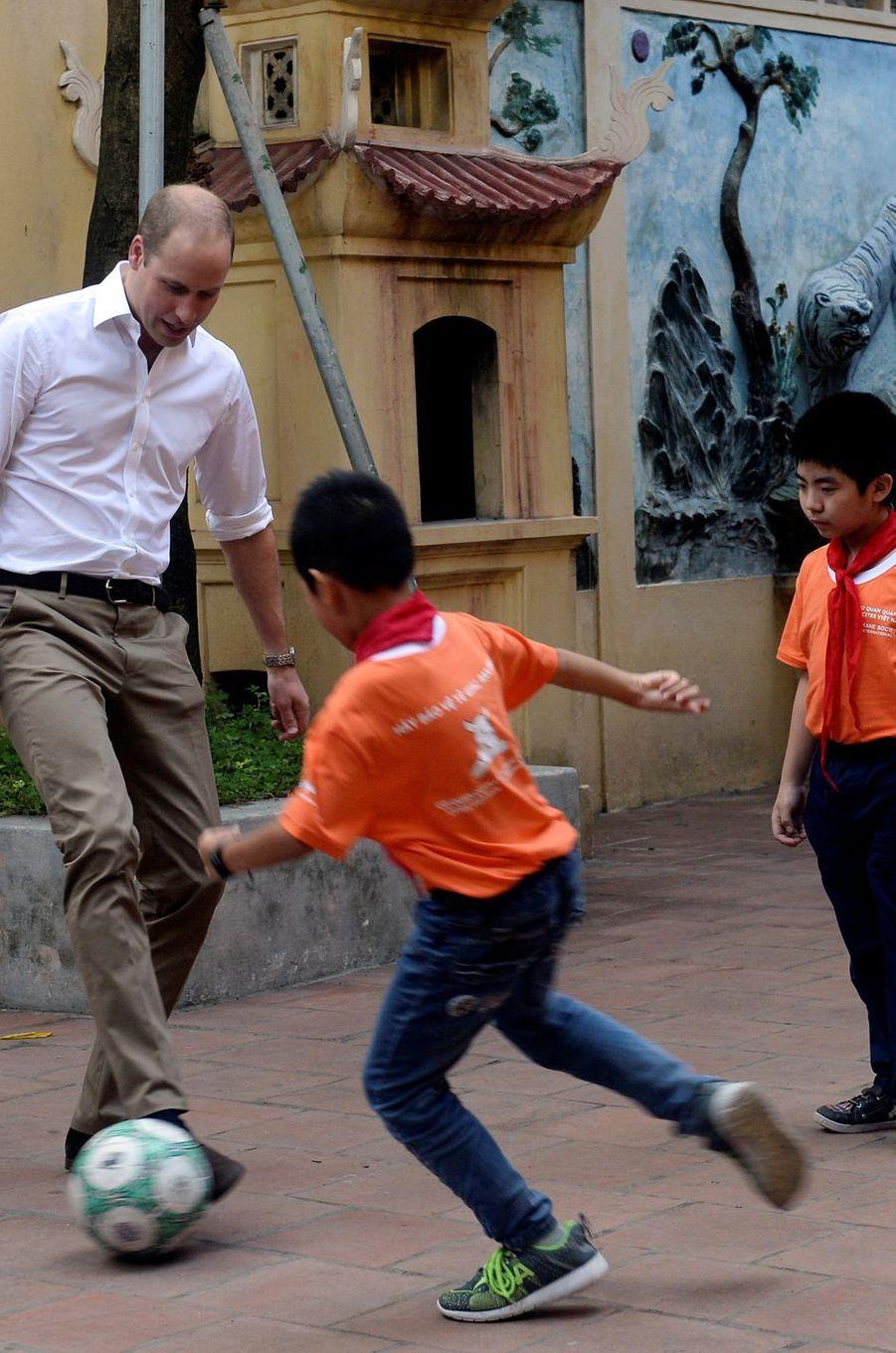 Arrivé la veille au Vietnam, le prince William est intervenu ce jeudi 17 novembre à Hanoï lors d'une conférence internationale pour la préservation de la faune.