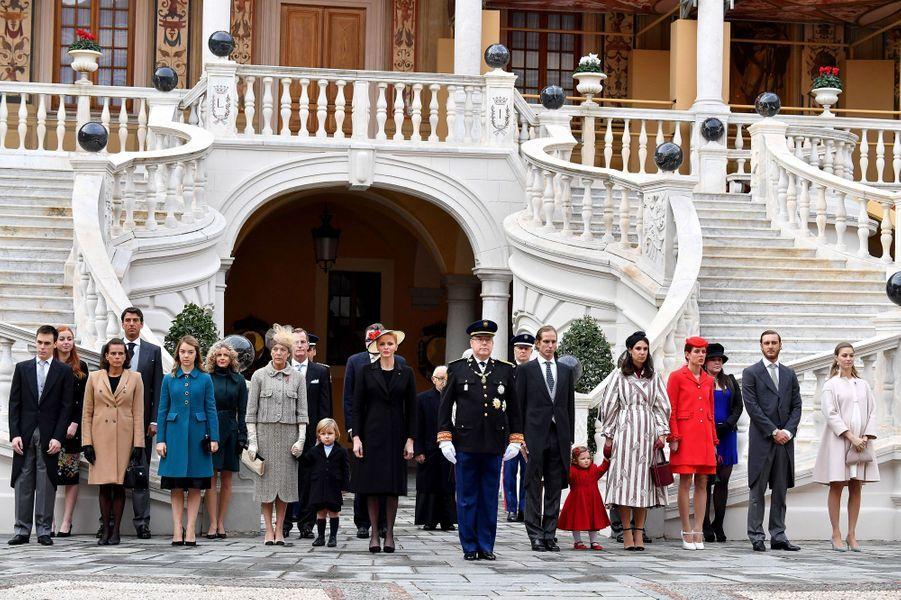 A l'occasion de la fête nationale de Monaco ce samedi 19 novembre, la famille princière a pris la pose pour immortaliser la journée dictée par des célébrations.